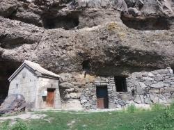 ვანის ქვაბების მთავარი ტაძარი იოანე ნათლისმცემლის სახელობისაა