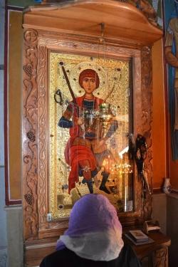 სარკის წმინდა გიორგის უშვილოები სთხოვენ შეწევნას და შვილიერება მიემადლებათ