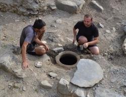 ყვარელში უძველეს ეკლესიაში 1 200 წლის ნაკურთხი წყლით სავსე ქვევრი აღმოაჩინეს