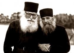 მამა ეფრემი ლოცვით შეეწეოდა თავის და-ძმებს, ნათესავებს, როცა მათ სულიერად უჭირდათ