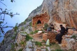 ათონის წმინდა მთაზე პირველი მოსაგრე მამა