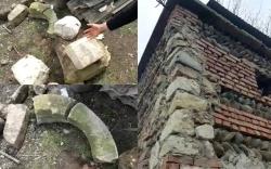 """""""საძირკველიდან ამოღებულ ერთ-ერთ ქვაზე წმინდა ეკატერინე გამოისახა..."""" - რა ხდება ქარელში, ხარაზიშვილების ოჯახში, რომლებმაც საკუთარი სახლი დაანგრიეს"""