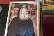 წმინდანად ახალშერაცხული მამა სევერიანეს სურათს მირონი სდის